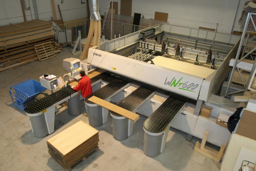 Falegnameria grotto produzione mobili ed elementi d 39 arredo for Magazzino mobili